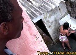 Gatinha favelada da cam4 se exibe para o vizinho