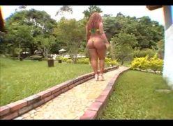 Negra bunduda em foda com um jamaicano