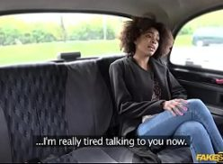 Negrinha gostosa transando com o motorista do uber