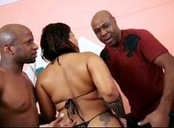 Cadela favelada no filme porno incesto com seus primos