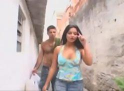 Favelada em sexo incesto com o seu primo que veio a visitar