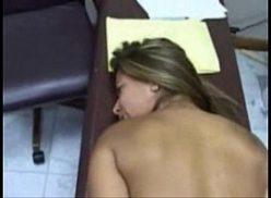 Bela novinha brasileira dando o cu no serviço
