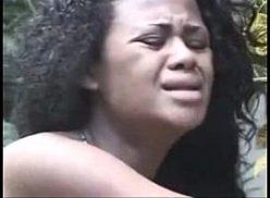 Negra novinha gostosa fazendo sexo no meio do mato