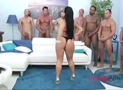 Vadia tia tanaka esta em transa com vários homens de uma vez so