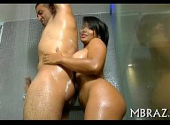 Morena em sexso no banho