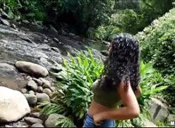Morena gatas gold em sexo na cachoeira