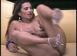 Morena safada no vídeo pornô grátis