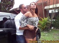 Mulher gata em sexo brutal ao ar livre