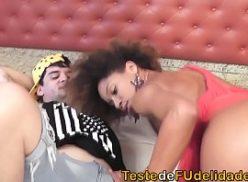 Negra em sexo a forca com o cara no motel