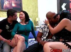 Mulheres gatas no porno de putaria sendo comida