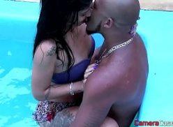 Ninfeta no mobile porno dando na piscina