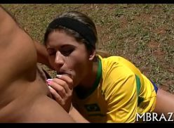 Linda e safada brasileira do samba pprno dando para o jogador de bola