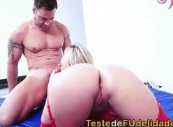 Loira tomando pica no porno legal