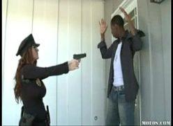 Negro fode a guarda no flagra sexo