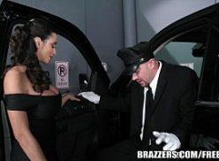 Mulher no videos adulto fodendo com seu motorista