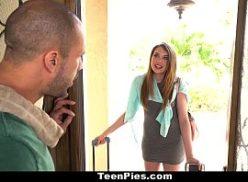 Novinha turista na casa do amigo tomando pica grande