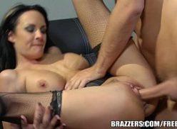 Secretaria mulher fudeno com o seu macho que come a mulher
