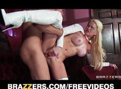 Uma safada loira dando demais no video mulher pelada