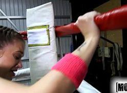 Comendo novinha no porno academia de box