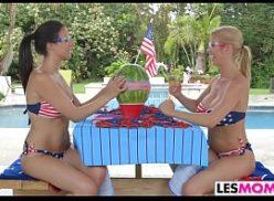 Lesbicas se beijando e se pegando