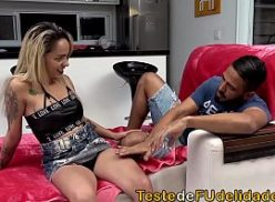 Linda loira e fodida pelo moreno no porno caseiro brasileiro